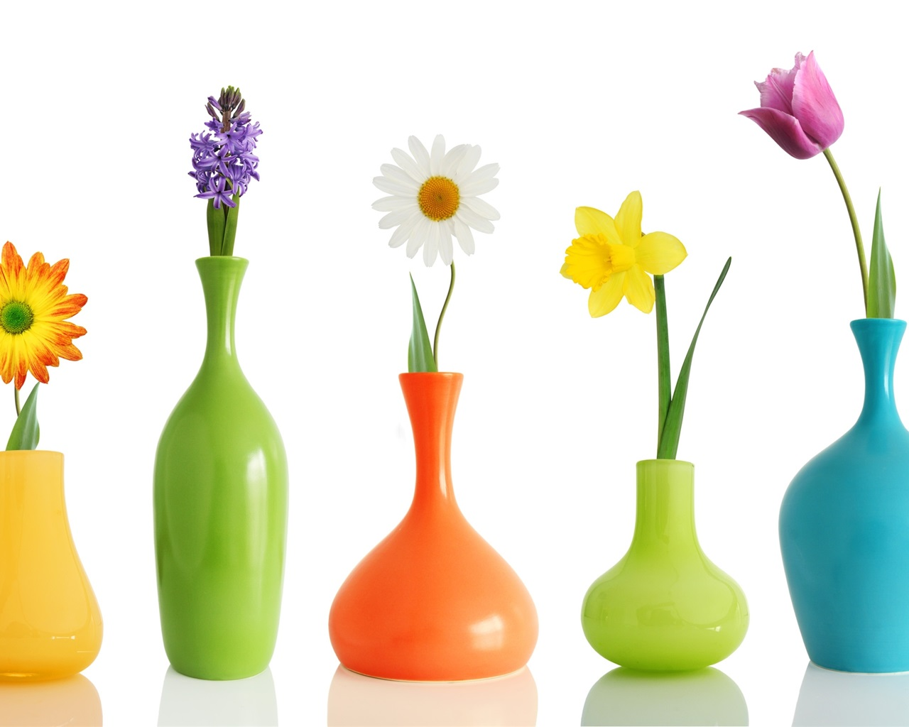 Несколько лёгких способов очистить вазу с узким горлышком