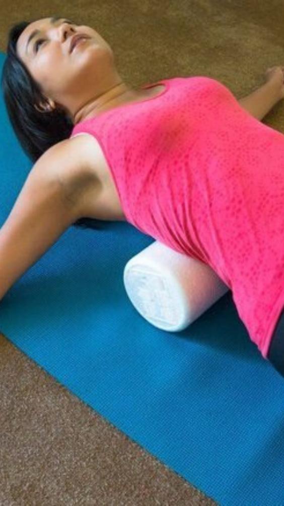 Как Японцы убирают свисающий живот и бока, благодаря 5 минутной гимнастике с полотенцем