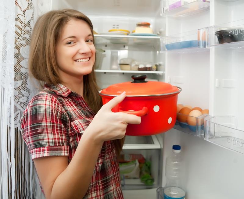 Почему горячую еду можно ставить в холодильник без сомнений