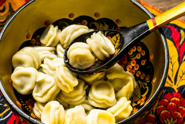 Зачем нужно класть лук в морозилку и еще 12 кулинарных трюков от находчивых хозяек