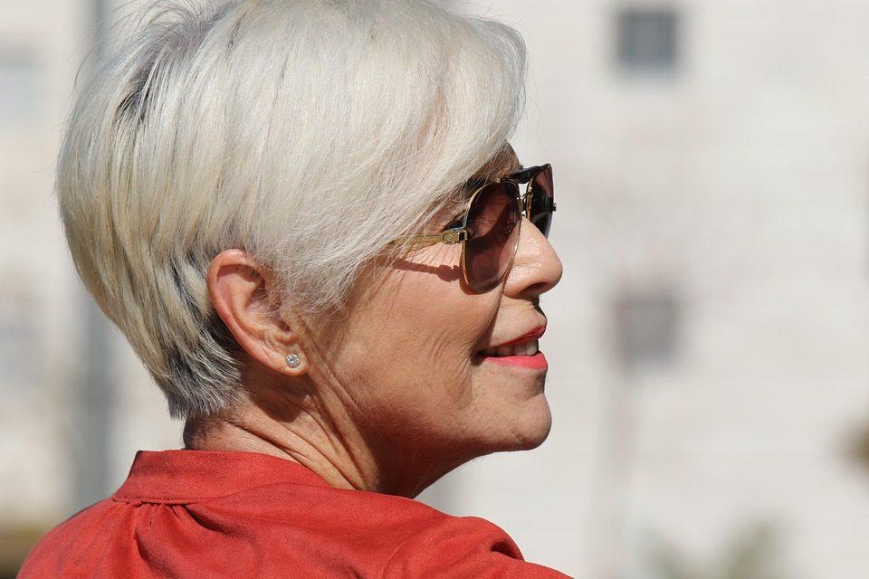 Советы стилистов по выбору стрижки для женщины в 40, 50, 60 и 70 лет